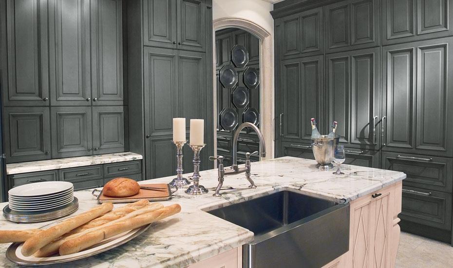 Captivating Chicago PT_Marble Kitchen I Super White Countertops